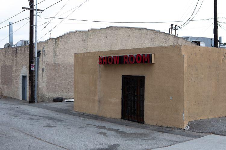 Show Room, San Fernando Glendal - odouglas | ello