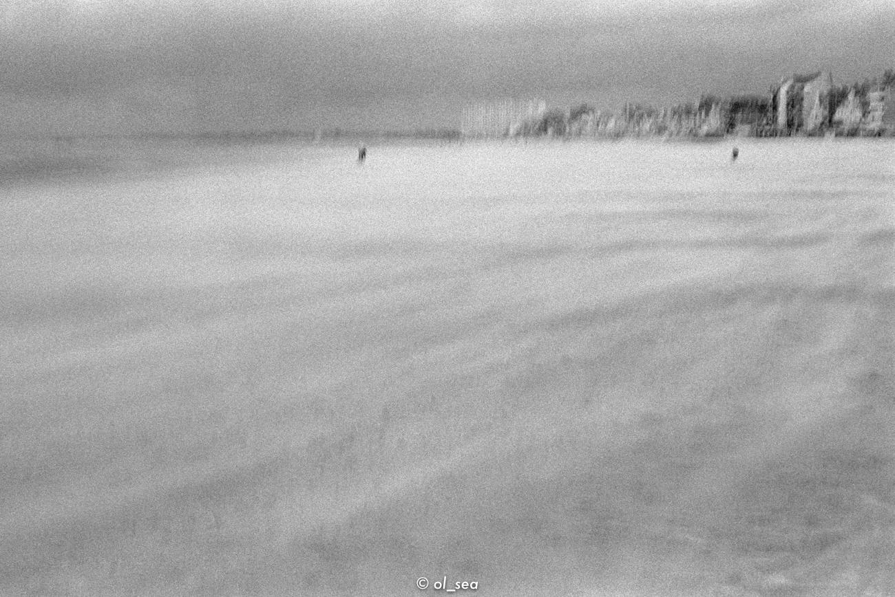 kodak tri 400 - monochrome, beach - ol_sea   ello
