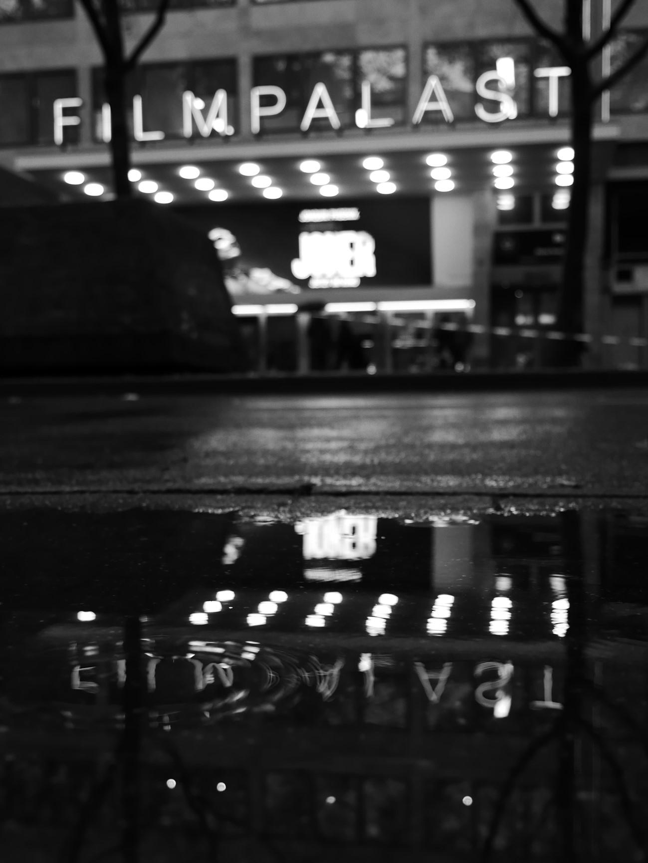 Joker - joker, cinema, rainyday - eyeswideshots   ello