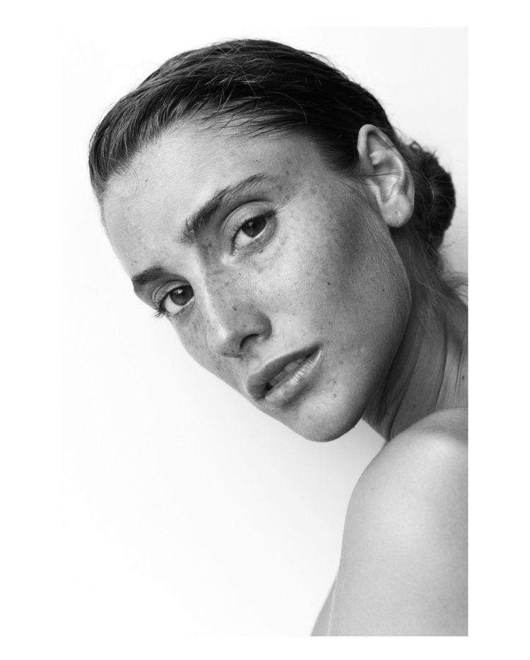 Laura - portrait, fashion, bw, ello - socramphotophobia   ello