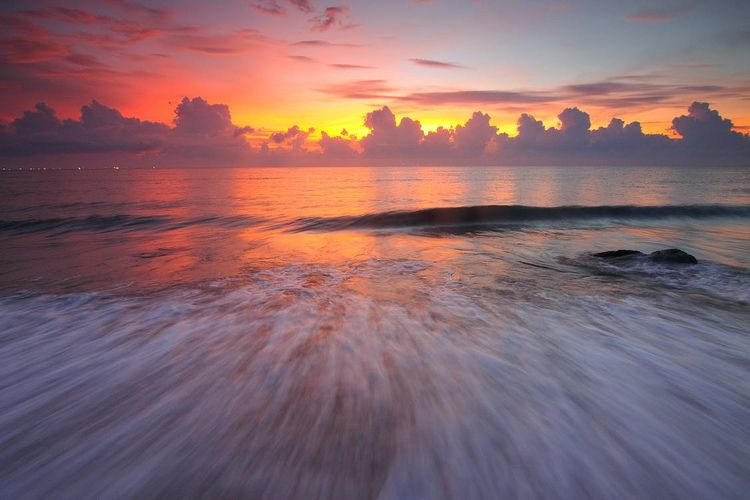 Waves Sunset - julieadams93 | ello