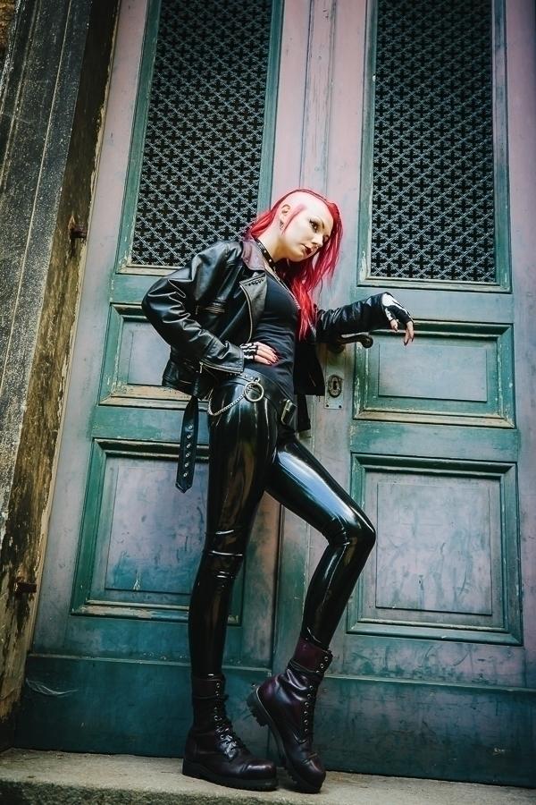 Monique Sauvage - LatexByCWB - chriswbraunschweiger   ello