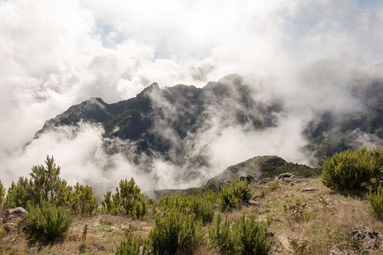 Pico Ruivo Madeira - landscape, clouds - bn1   ello
