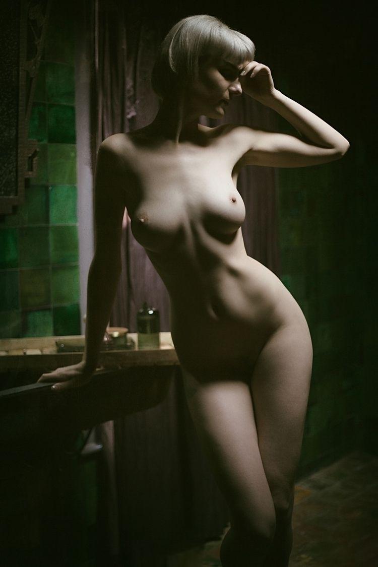 Photographer: Erik Rozman Model - darkbeautymag | ello
