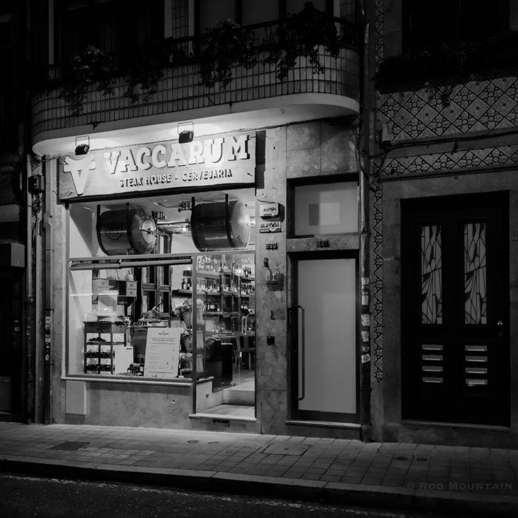 Night Porto 02 Vaccarum Steak H - rodmountain | ello