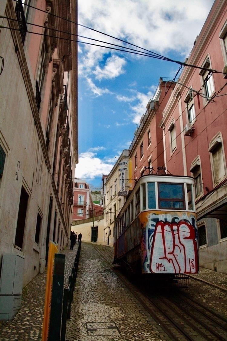 Lisboa Sky - blueskipper | ello
