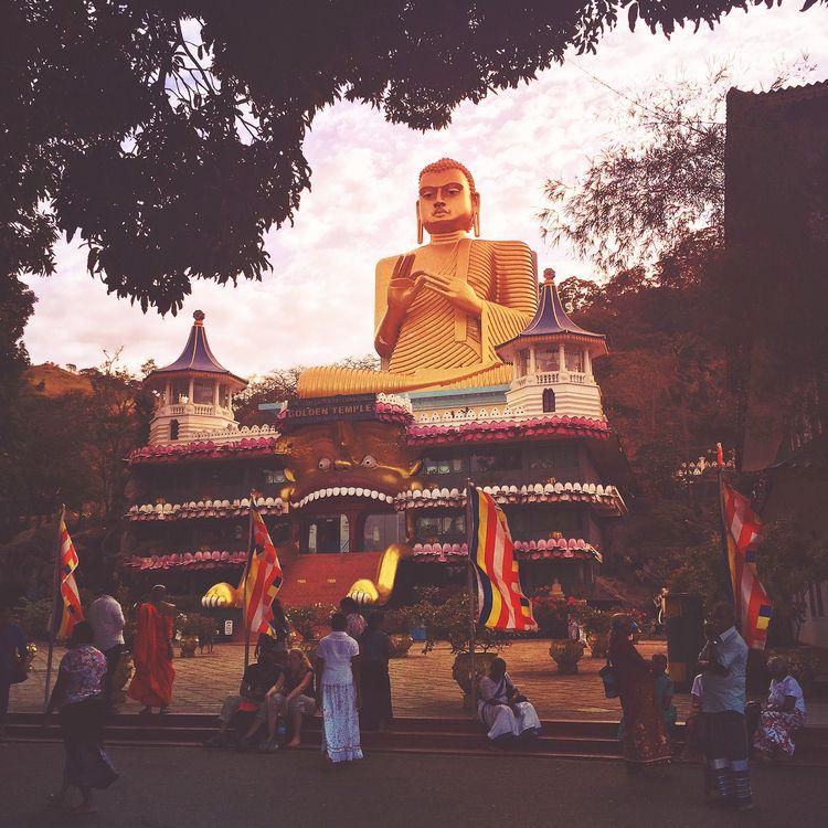 Golden Street Style (Sri Lanka  - dainahodgson | ello