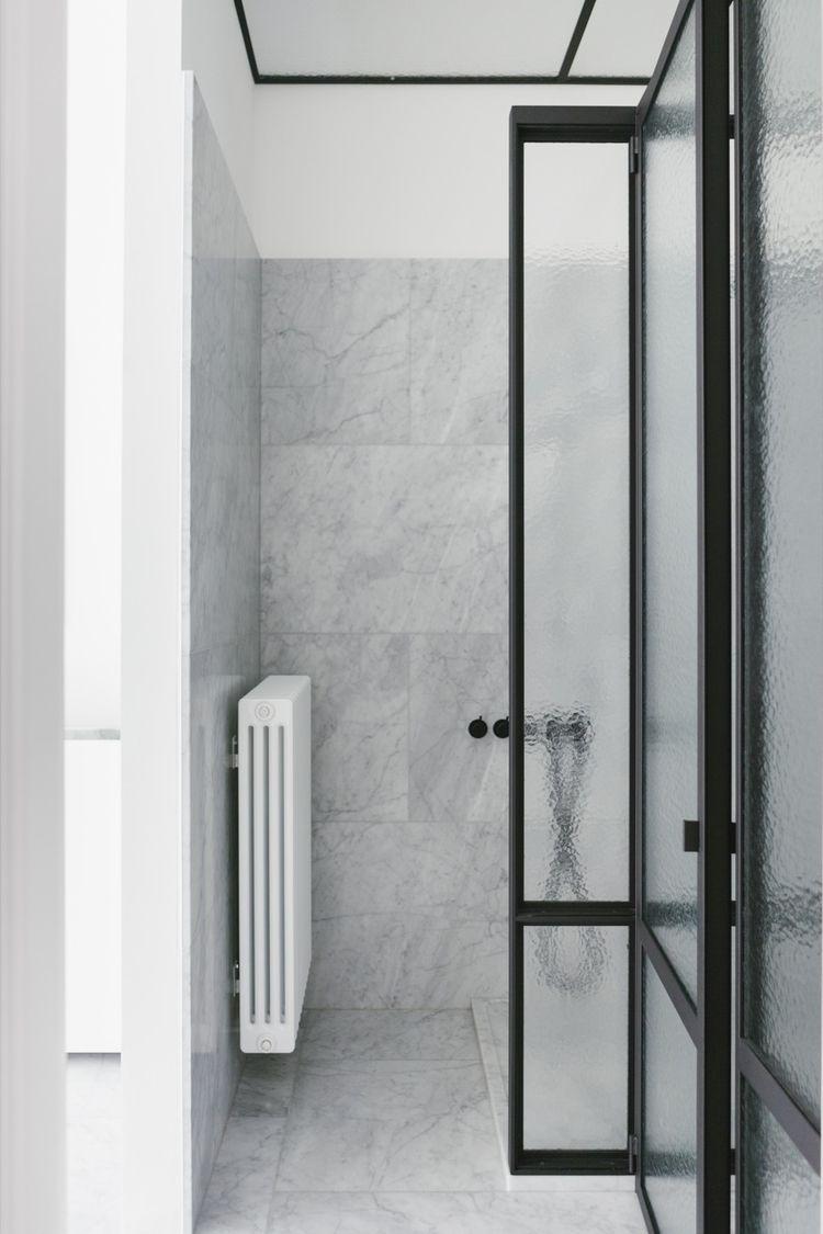 Monochrome bathroom. House Antw - upinteriors | ello