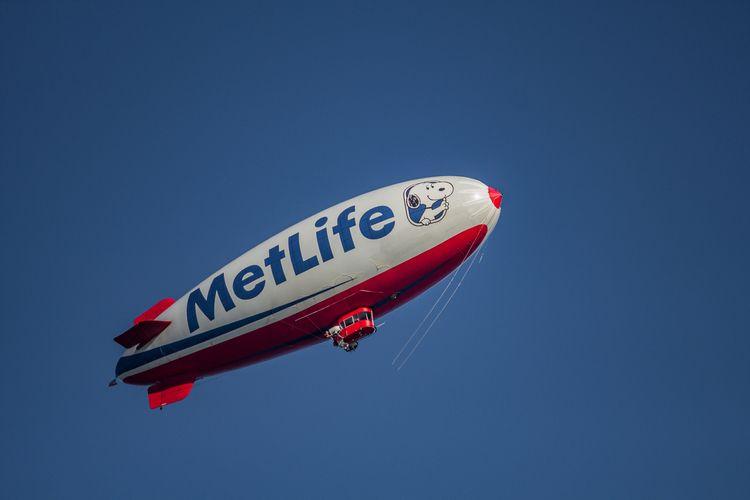 MetLife Blimp 03 (Sign Sky) Sau - davidseibold   ello
