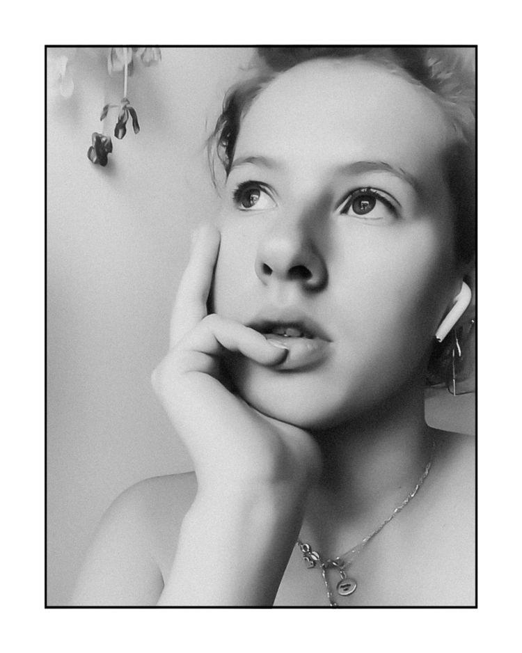 Julietta FaceTime, 2020 - stayhome - olafeur | ello