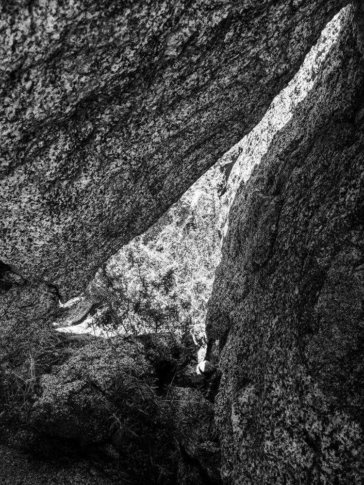 Daylight Lakeview Boulders 19 - bw - takwish | ello