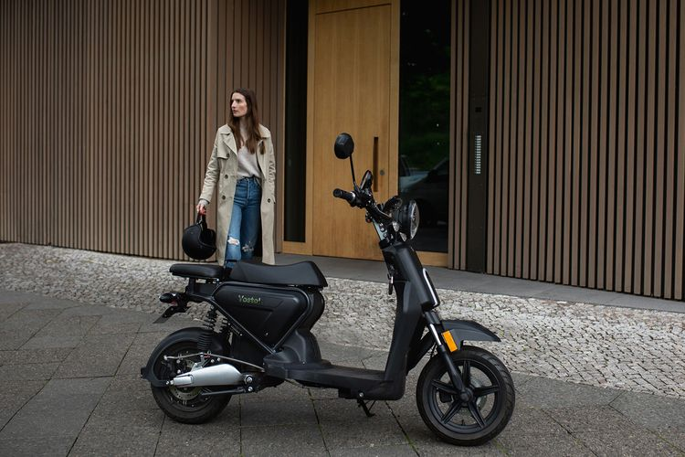 tested electric scooter Vostok  - weareellectric   ello