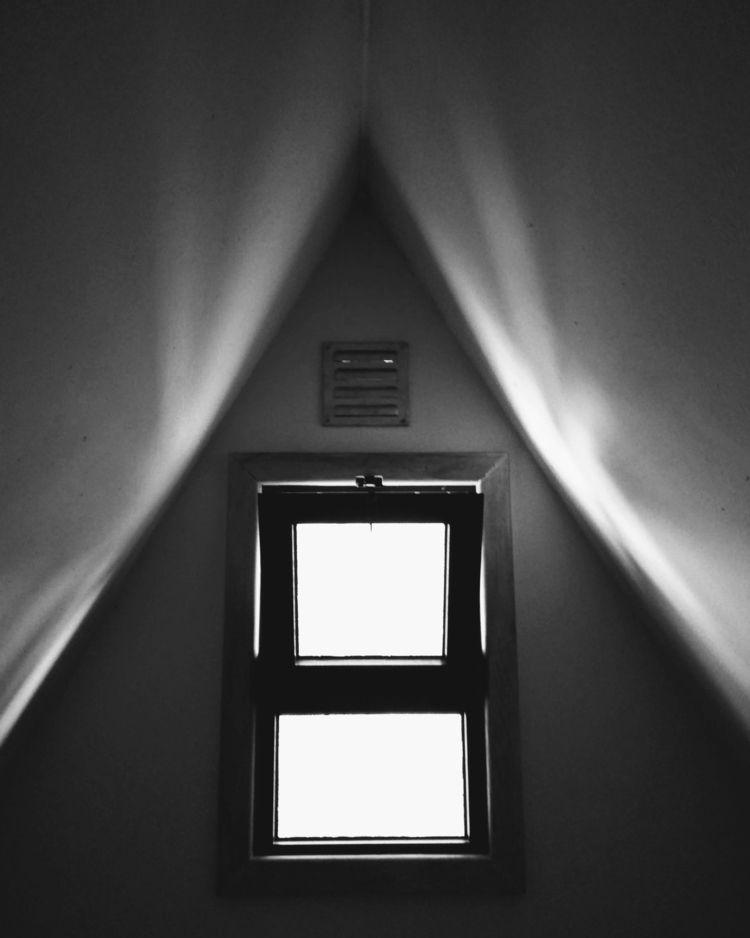 window close? Porto, Portugal - streetphotography - teresaforever | ello
