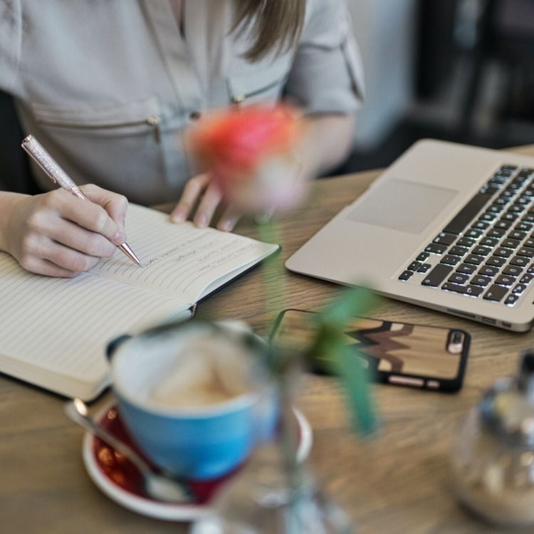 hire website content writer onl - brillinfosystems | ello