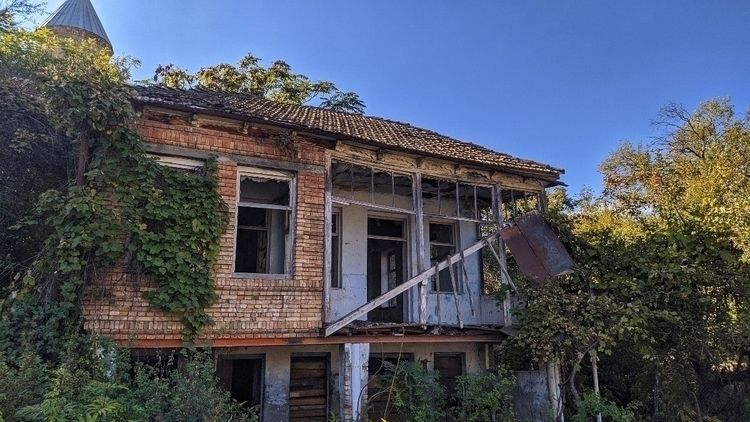 AbandonedHouse - t_ruah | ello