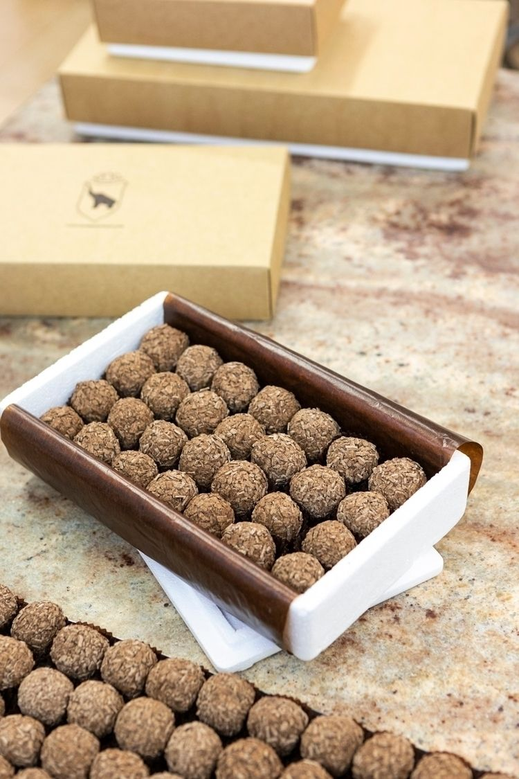 Trufas Martinez Packaging Deliv - mikewater | ello