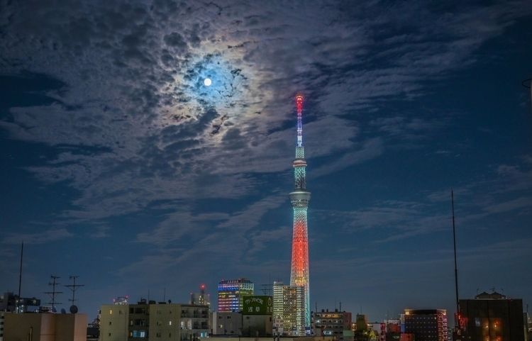 Beaver moon - japan, tokyo, 東京スカイツリー - yoshirou | ello