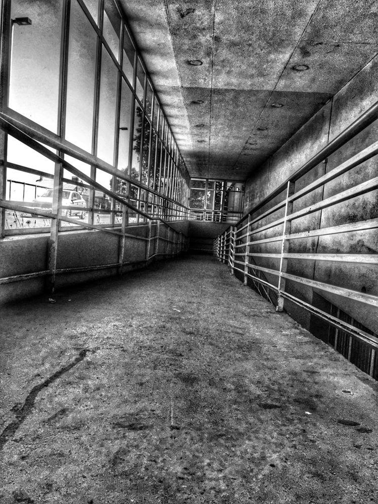 Passarelle subway parking lot - renspacemadness | ello