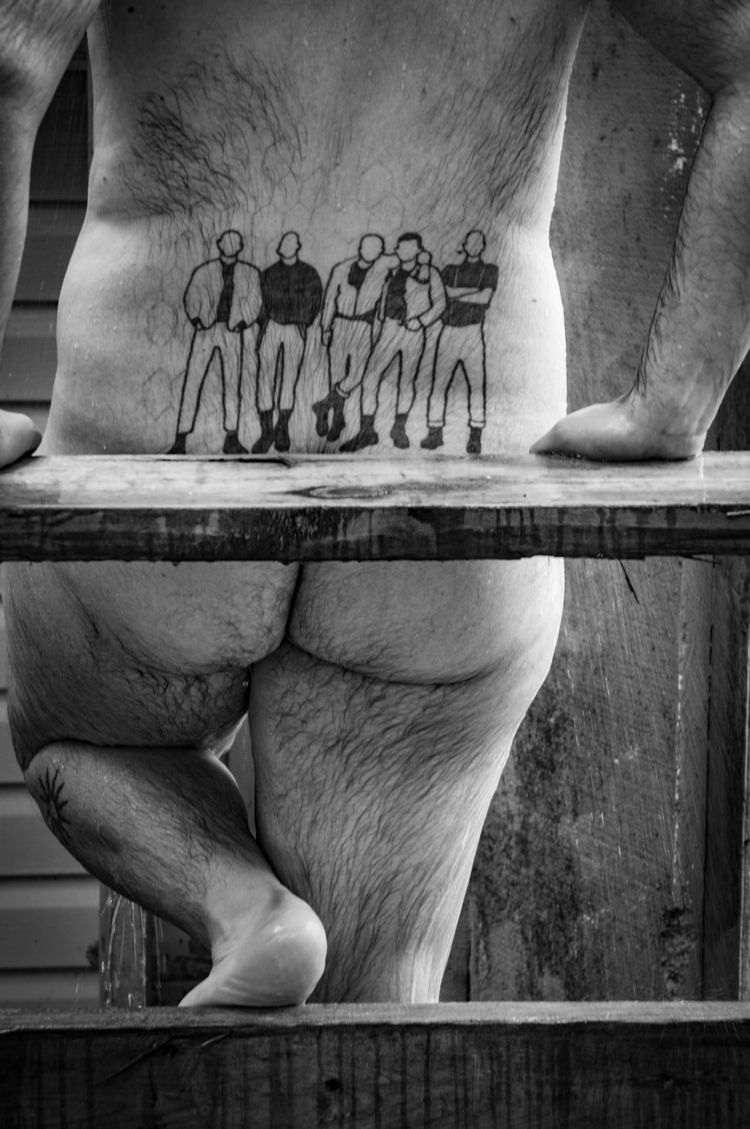 showing skinheads model: shane  - jacksonphotografix   ello