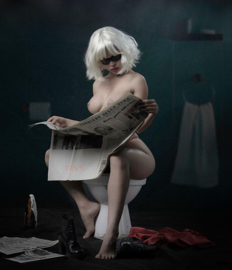 Replicant Girl loo / Photogarce - egarces | ello