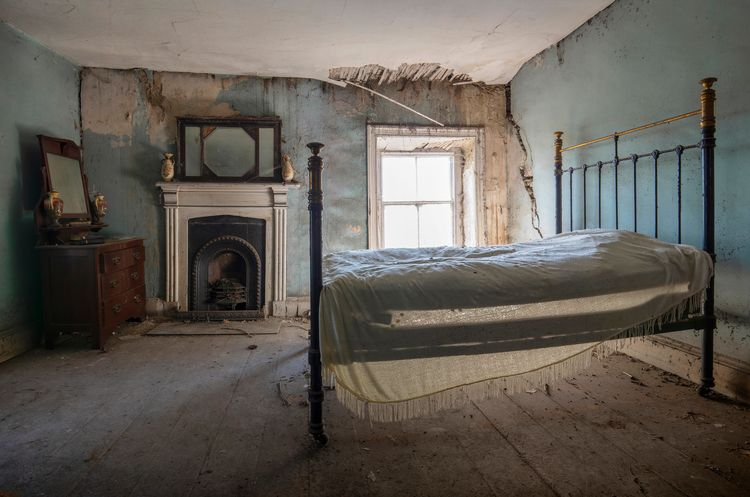 Stunning bedroom long abandoned - forgottenheritage | ello