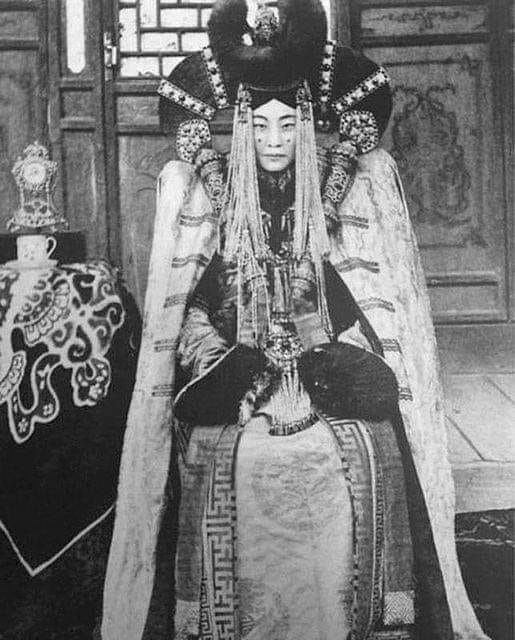 Queen Genepil (1905-1938) queen - oldendaze | ello