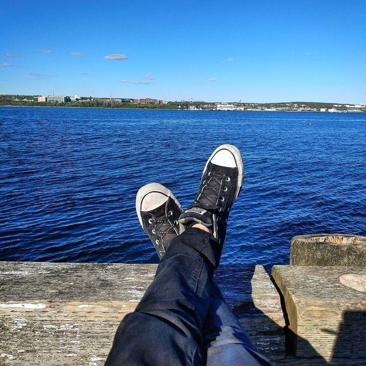 Kicking feet waterfront!  - glitch - brainhurt | ello