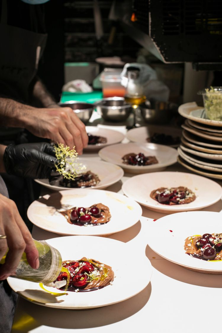 4 hands - gastronomy, food, chefs - mikewater | ello
