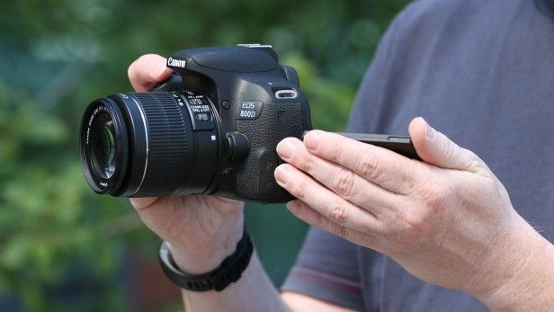 Máy ảnh Canon 800D nằm trong dò - kyma79 | ello