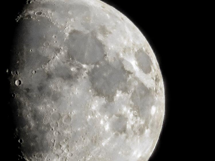 Shoot moon!!! happy point shoot - tehranchik | ello