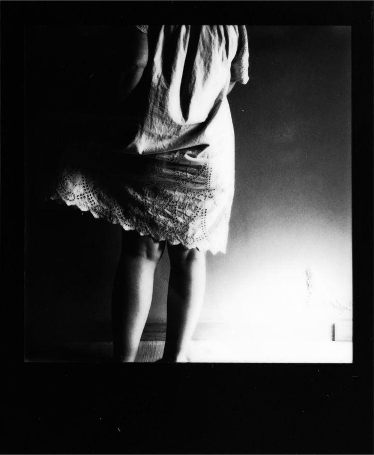 Vestido bordado, Polaroid, 2021 - carladesousa | ello