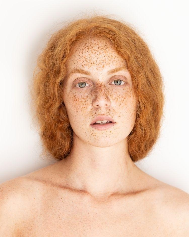 Ximena - freckles, naturallight - marc_varez   ello