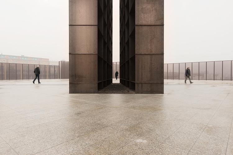 domus-05-bologna-shoah-memorial-set.jpg