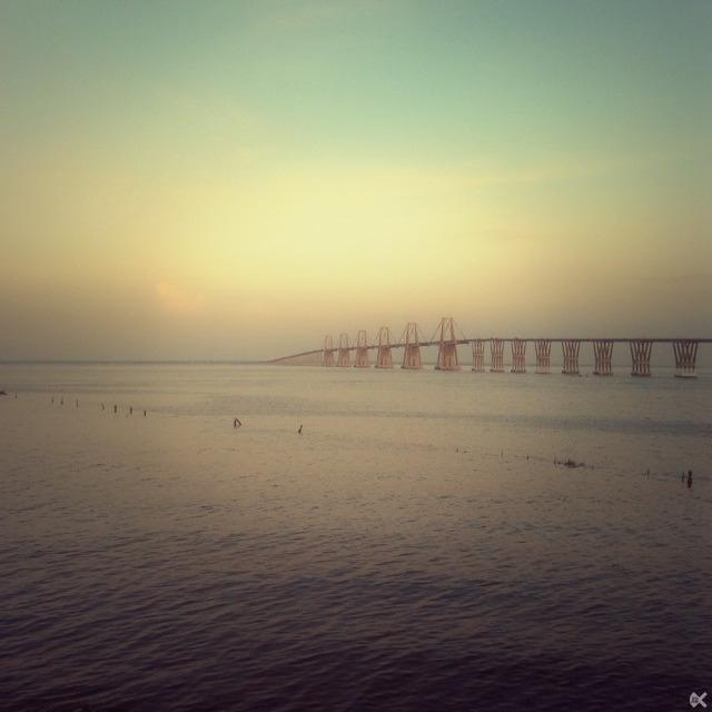 bridge over the lake of maracaibo.png