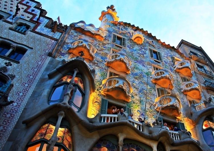 Gaudis_Barcelona_(8202432438)