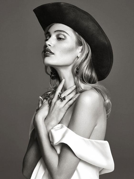 Photography by Bjorn Looss. Fashion editor Carine Roitfeld. Model Staz Lindes. For CR Fashion Book. 3.jpg