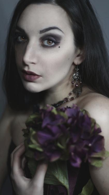 Ghost Siren (Ghostsiren) - self-portrait - mua sty rch by phg - jwl Evil Queens Mirror - Decaying Hydrangea.JPG