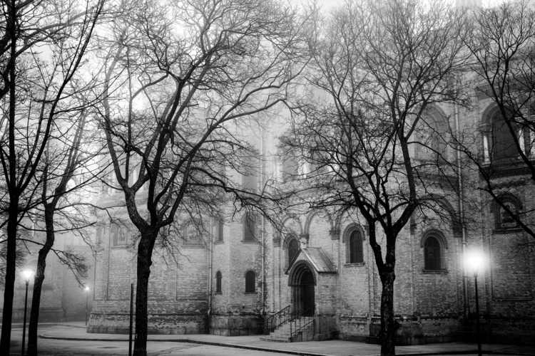 Antonskirche Side bw.jpg
