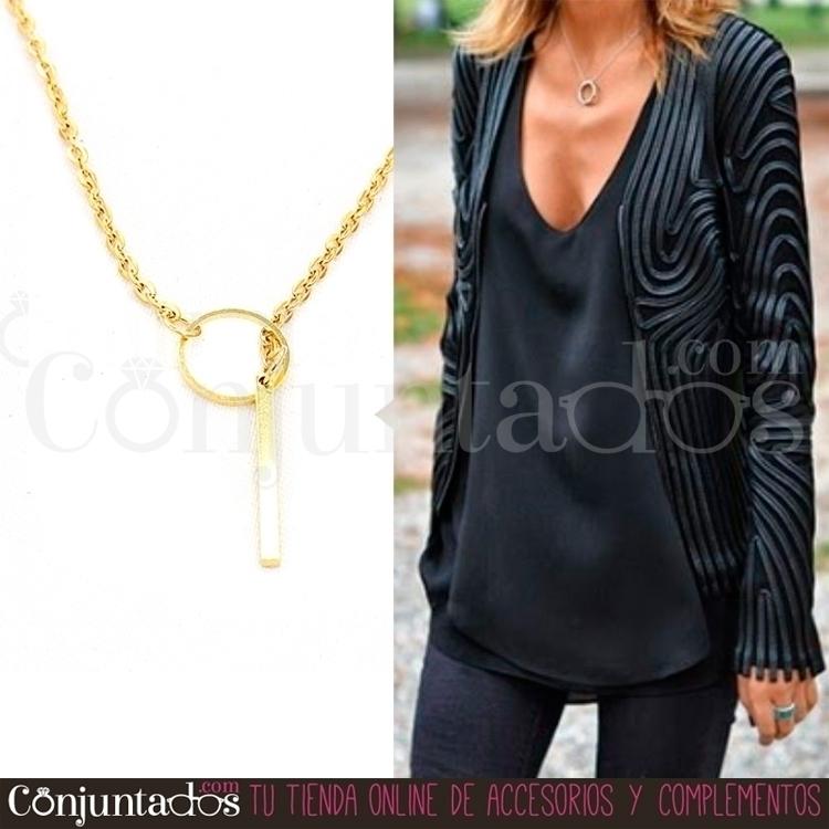 collar-dorado-con-motivos-geometricos-dos_outfit02.jpg