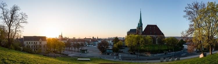 Die Morgensonne flutet den Erfurter Domplatz rofopho.jpg