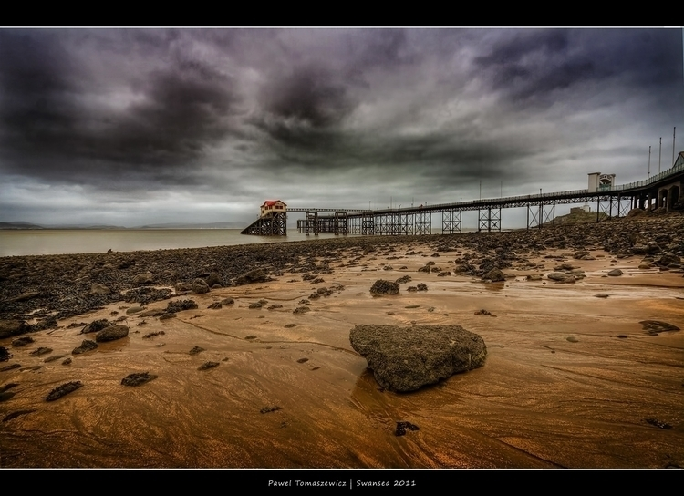 2011.60 - Swansea Pier - Frame.jpg