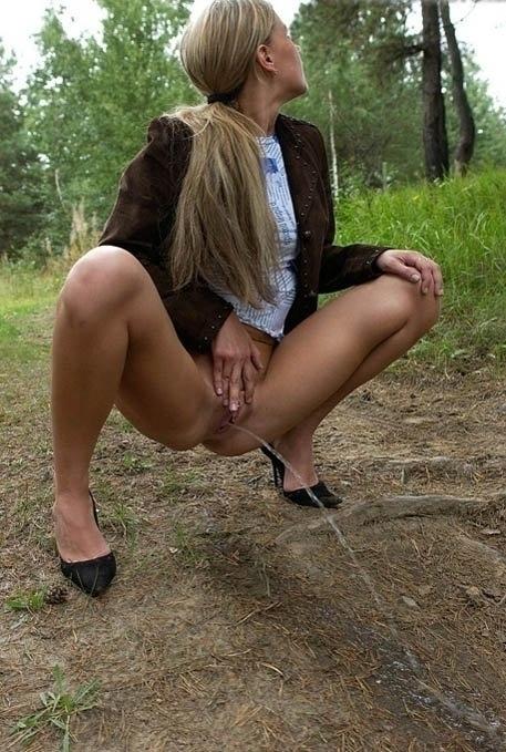 Фото русские девки писают