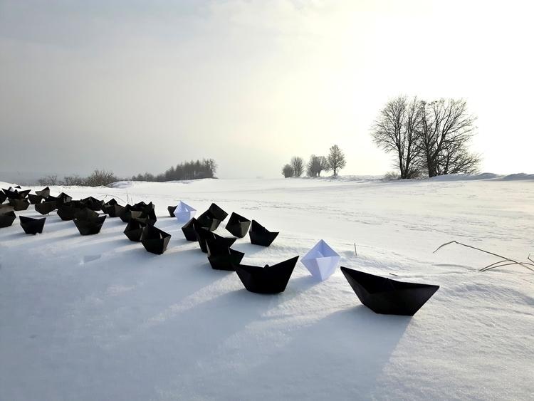 Paper boats snow artinstallatio - matyjaszewski   ello
