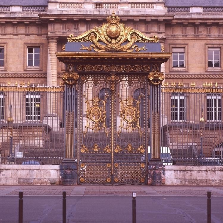 The gates front Palais de Justi - goopie | ello