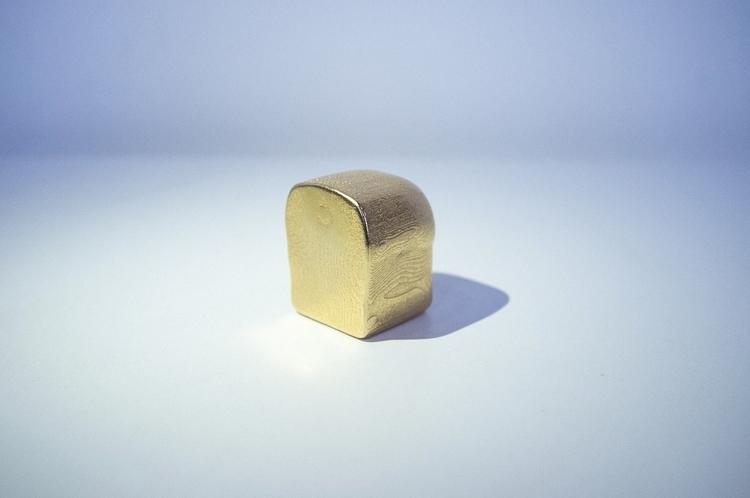 The notorious Golden :bread:! / - lucian | ello