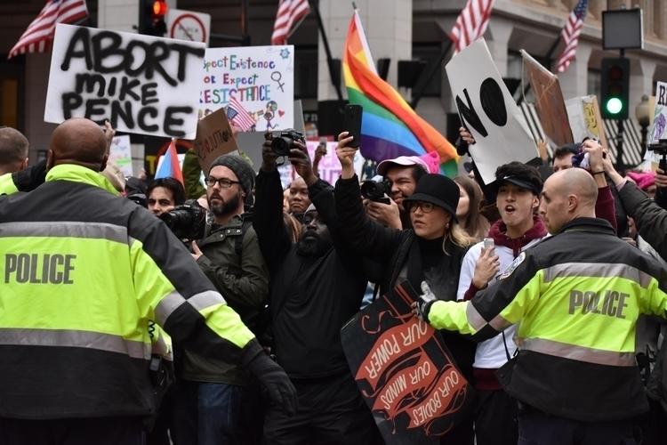 Protestors clashed police trump - nathanredington   ello