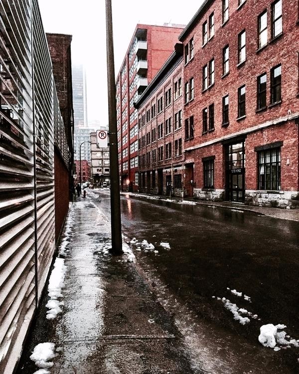Vieux-Montréal sous la pluie du - vstg | ello