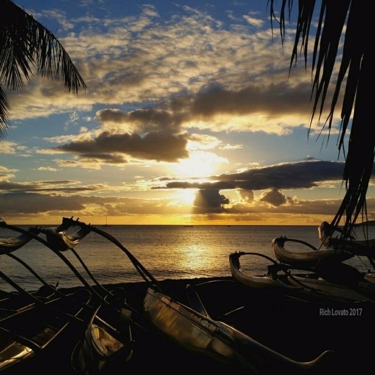 view, calm. sun beach fun smile - richlovato | ello