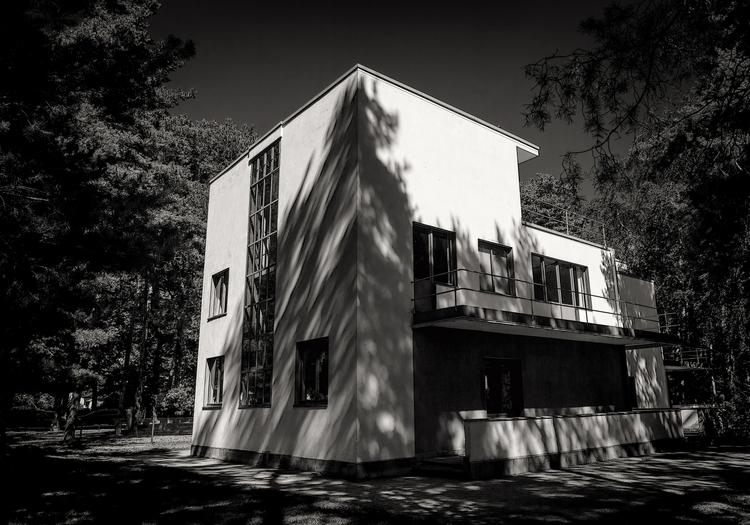 reservations architecture Wassi - bauhaus-movement | ello