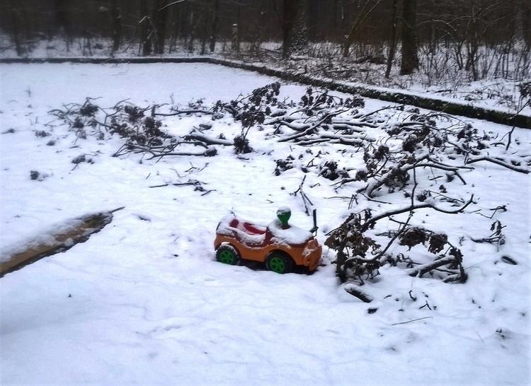 winter toycar loneliness forest - sandoriano | ello